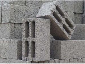 В секторе малоэтажной застройки всё чаще применяется кладка стен из керамзитобетонных блоков.